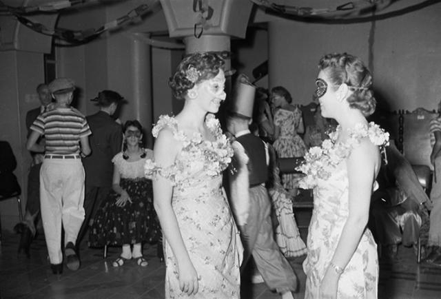 Baile de disfraces colonia judía_1957_Diego García DIGAR