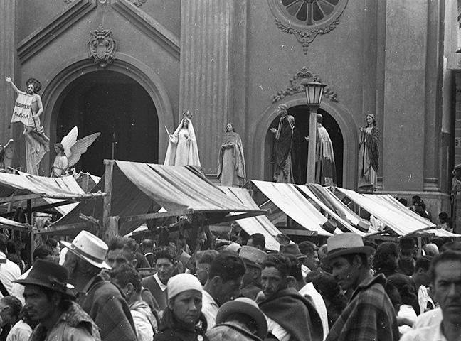 Campesinos y procesiones Guarne_1968_Horacio Gil Ochoa