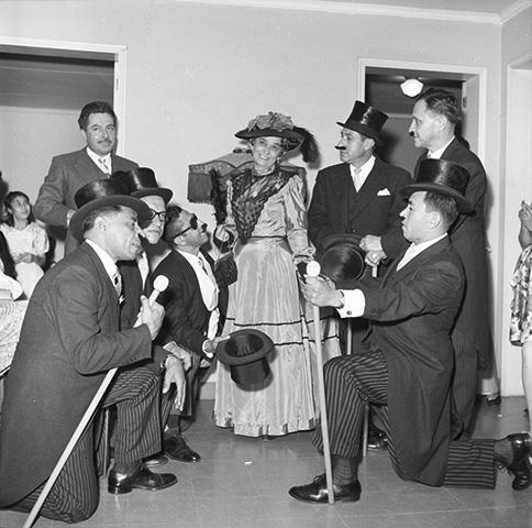 Fiesta antigua de disfraces en Laureles_1961_Horacio Gil Ochoa